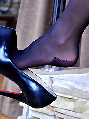 Shoe dangling chick exposing her sexy feet in reinforced sole seamed tights