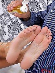 Laura performs an oily feet wank