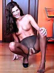 Leggy stunner steps out of her pumps to show her pedicured feet thru nylon