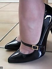 Hump up your fetish with our highly own Dr Holly, she knows exactly why damsels footwear turn you on and what they do to you