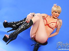 TS Blondie Johnson in slutty lingerie pulls out her nice sized shepenis