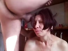 Mature mom getting hardcore anal bang on the kitchen