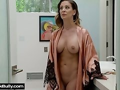 Now that's a chick that knows how to tame a large man-meat and she's so sexy