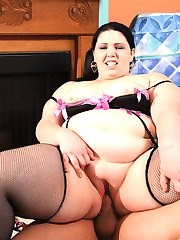 Big Beauty grinds her phat ass on big dick!