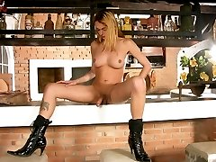 Mischievous tranny with stunning legs in black boots jerking off