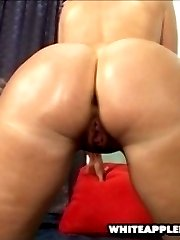huge white apple booty gets stuffed