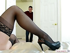 Facehole watering mommy of best friend Kendra Lust does her best