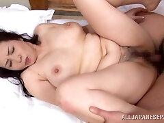 Yuuko Kuremachi busty mature Asian babe enjoys sucking cock