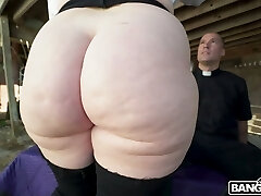 Giant bottomed sexpot Virgo Peridot loves facesitting and wild doggy smash