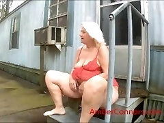 Grannie loves to squirt and pee