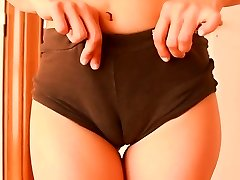 Obese Backside Teen Dancing! Cameltoe n Hard Round Ass!