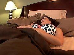 فاتنة مفلس كلية لعق بعضها البعض's ثقوب في السرير