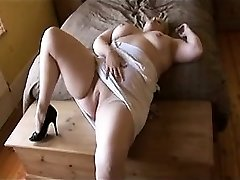 Plumper playing Tawana from dates25com