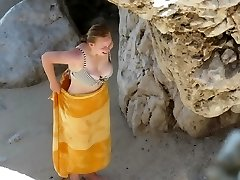 Plump teen with flawless titts on beach