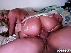 Phoenix Marie shakes that ass on the spunk-pump