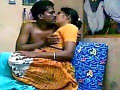 الهندية الناضجة زوجين من كوشين الجنس