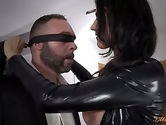 Luxurious mommy in latex Ania Kinski gets drilled properly