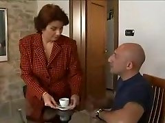 Hot Huge-titted Mature Lures Her Well-Built Repairman