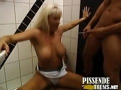 Hammerharter Toilettensex