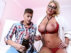 Leigh Darby & Chris Diamond in Wild Checkup with Dr. Darby - Brazzers