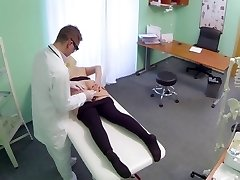BBW gal squirts 9 times during examination Clinic eng sub