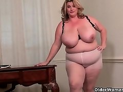 Plus-size milf Kimmie KaBoom showcases off her secretary skills
