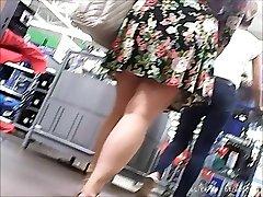 upskirt , fat girl but tasty butt ,