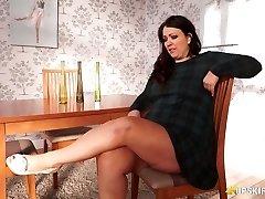 Plumper mature Anna Lynn showcasing her pussy upskirt