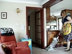 Super-steamy Cougar SUCKS IT UP ALL OVER THE HOUSE
