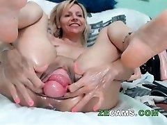 Blonde milf with big cootchie