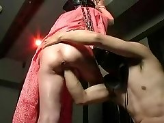 Strapon nailing and standing pussy fisting!