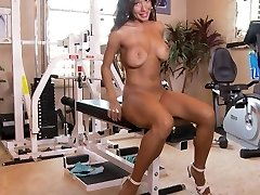 CANDICE WORKS OUT HER Adorable Fuckbox IN THE GYM