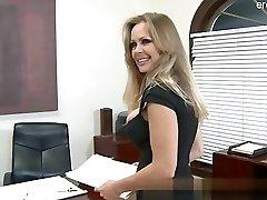 Big ass wife jizz in mouth