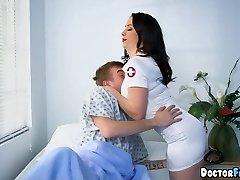 Nurses double squad this Patient