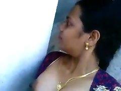 Desi aunty sucking and smashing neighbor dude