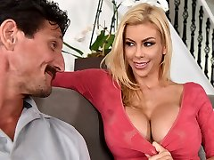 My husband hasn't screwed me in a year! - Alexis Fawx