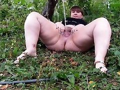Hairy Plus-size pissing part 1