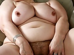 Plump mama rips her adorable stockings off on web cam