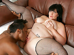 Sexy fat black-haired works as a car salesperson and offers pussy to very first customer