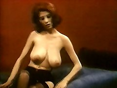 MRS ROBINSON - vintage nylons tights striptease ample boobs
