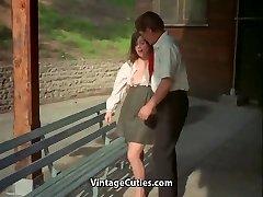 Учитель и ученик девушки получают сексуальное удовлетворение (Винтаж)