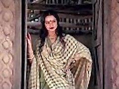 bollywood actress rekha tells how to make fucky-fucky