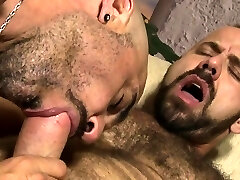Muscle bear without a condom with cumshot