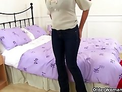 English gilf Sapphire Louise still enjoys fingerblasting her