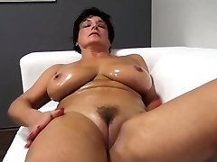 Adorable ma oils up and pummels Jane from dates25com