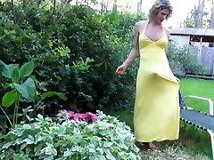 BEAUTIFUL MATURE She-male IN  LONG YELLOW DRESS