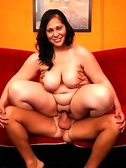 Curvy bbw Teedra showing off her luscious ass and takes cock ramming by grinding on top