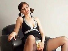 Kirsty Bleu Se Masturbe Avec Sa Culotte Sur