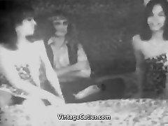 Guy Fucks two Sexy Girls (1950s Antique)