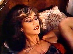 Retro Classic - Dame in Satin Lingerie Pleasuring Herself